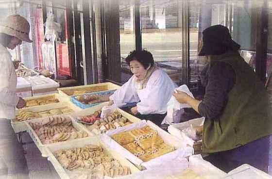 中島の朝市でも江口蒲鉾は販売中!