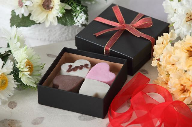 ハート型かまぼこ チョコとプレーンとピンク